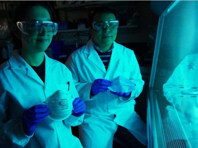 Các nhà khoa học phát triển được khẩu trang phủ muối có thể tiêu diệt mầm bệnh virus - Ảnh 1.