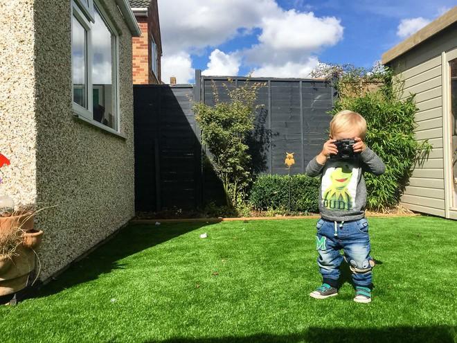 Nhiếp ảnh dễ thương: Nhìn Thế giới qua ống kính của cậu bé 19 tháng tuổi - Ảnh 1.