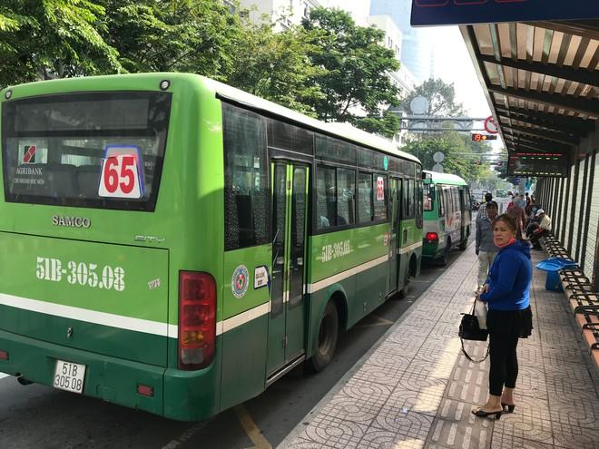 Nếu đi học bằng phương tiện công cộng như xe buýt, học sinh, sinh viên cần lưu ý gì để tránh nguy cơ bị lây nhiễm virus 2019-nCoV? - Ảnh 1.