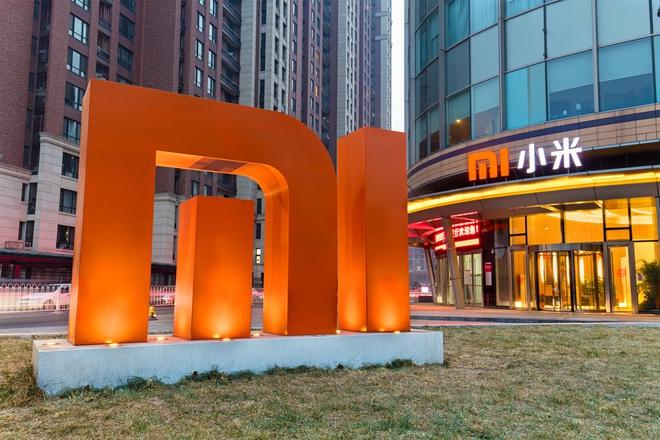 Xiaomi phát combo phòng vệ virus corona cho nhân viên trong ngày làm việc đầu tiên - Ảnh 1.