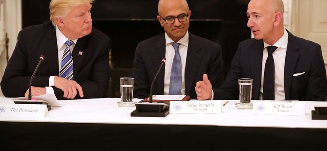 Tỷ phú Jeff Bezos chính thức phát động tấn công nhắm vào tổng thống Donald Trump - Ảnh 1.