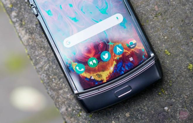 """Motorola Razr: """"Chiếc điện thoại khó chịu nhất mà tôi từng sử dụng"""" - Ảnh 3."""