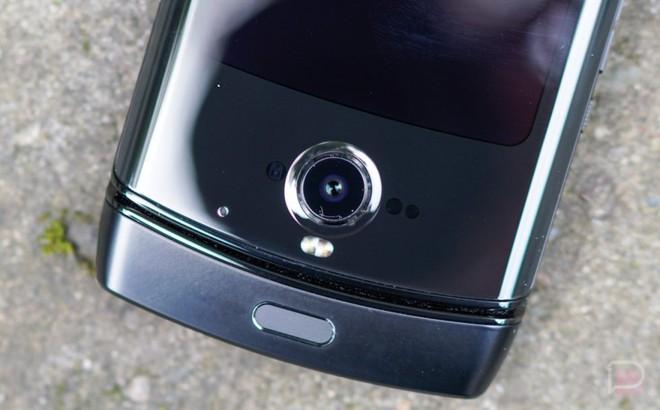 """Motorola Razr: """"Chiếc điện thoại khó chịu nhất mà tôi từng sử dụng"""" - Ảnh 4."""