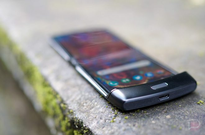 """Motorola Razr: """"Chiếc điện thoại khó chịu nhất mà tôi từng sử dụng"""" - Ảnh 2."""