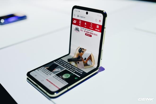 Có giá lên tới 36 triệu đồng nhưng Galaxy Z Flip vẫn cháy hàng sau 8 tiếng ra mắt tại Việt Nam - Ảnh 1.