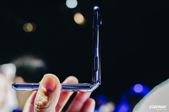 Có giá lên tới 36 triệu đồng nhưng Galaxy Z Flip vẫn cháy hàng sau 8 tiếng ra mắt tại Việt Nam - Ảnh 2.