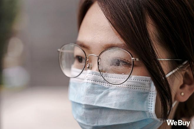 Đeo khẩu trang trong mùa dịch mà bị mờ kính, thử loại gel chống hơi nước Made in Japan này xem - Ảnh 1.