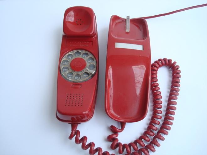 Chán smartphone, cô nàng này đã tự chế một chiếc điện thoại di động quay số cực kỳ hoài cổ - Ảnh 2.