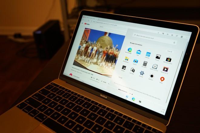Bất ngờ chưa, đã có người cài được Windows 10X lên MacBook - Ảnh 1.
