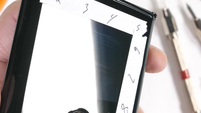 Tra tấn Moto RAZR 2019: Smartphone màn hình gập siêu mỏng manh - Ảnh 7.