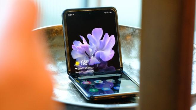 Samsung Galaxy Z Flip thành công vượt mong đợi, cháy hàng ngay sau khi mở bán tại Mỹ và Hàn Quốc - Ảnh 1.