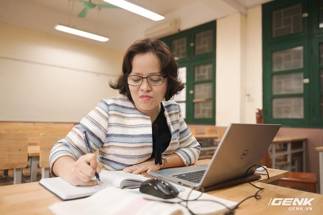 Ngồi ké lớp học online trong dịch Covid-19: Giảng bài qua voice chat, gửi bài tập bằng phần mềm và lý do phương pháp này cần thời gian để áp dụng rộng rãi - Ảnh 4.