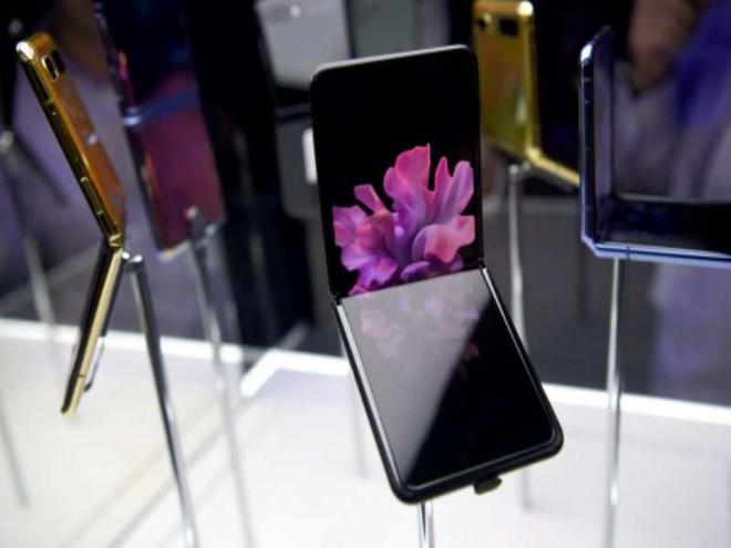 Samsung không nói dối: màn hình Galaxy Z Flip thực sự được làm từ kính, vì chỉ kính mới gãy được như thế này - Ảnh 2.