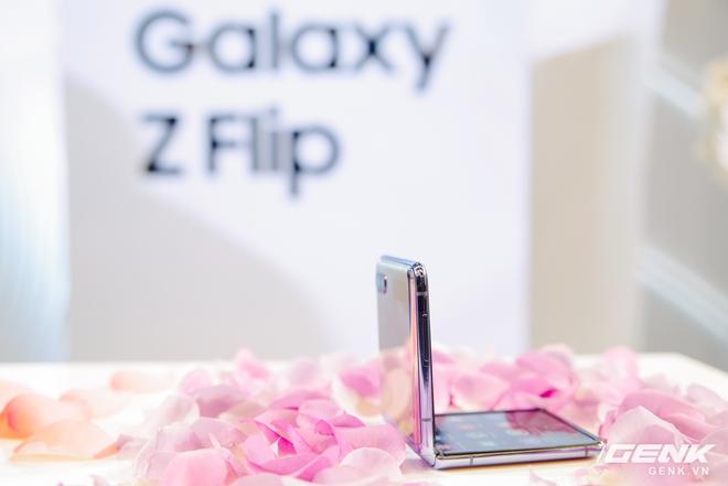 Cảm giác gập của Galaxy Z Flip như thế nào? - Ảnh 3.