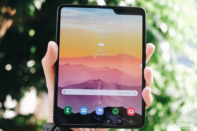 Samsung Galaxy Fold 2 sẽ có tên mã là Champ, được tích hợp camera selfie ẩn dưới màn hình? - Ảnh 1.