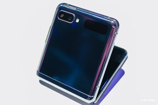 Galaxy Z Flip có giá thay màn hình gần 12 triệu đồng - Ảnh 2.