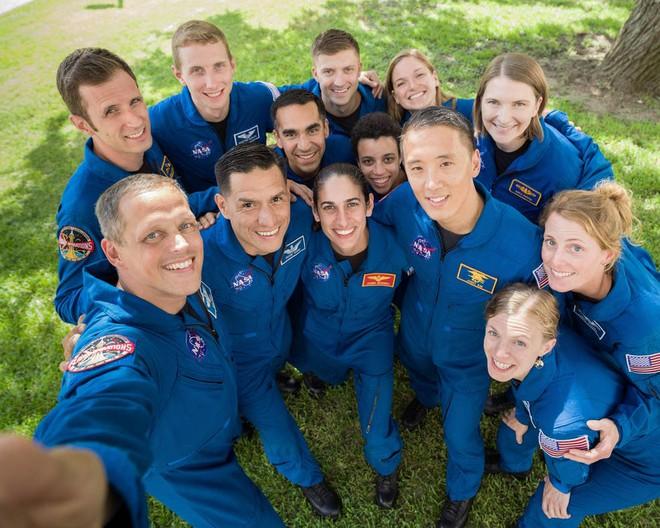NASA tuyển dụng phi hành gia: cần đủ thứ bằng cấp, tỷ lệ chọi 1/1600 nhưng lương lên tới 1,6 tỷ VNĐ/năm - Ảnh 3.