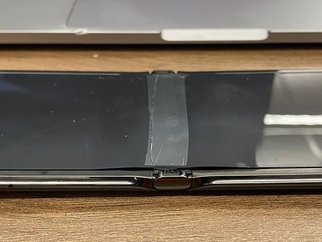 Motorola ép iFixit phải từ chối kiểm tra chiếc Razr bị bong màn hình - Ảnh 2.