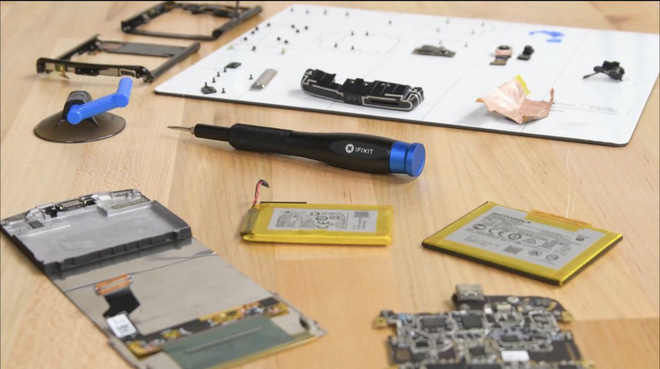 Motorola ép iFixit phải từ chối kiểm tra chiếc Razr bị bong màn hình - Ảnh 3.