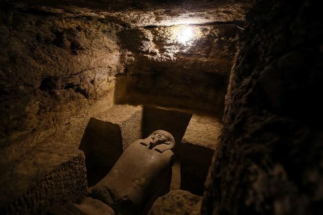Ai Cập: Phát hiện quan tài thần bầu trời Horus trong ngôi mộ cổ 3000 năm tuổi - Ảnh 3.