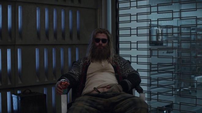 Bụng phệ thôi là chưa đủ, Marvel còn định dìm hàng Thor bằng cách cho anh tè bậy trong Avengers: Endgame - Ảnh 1.