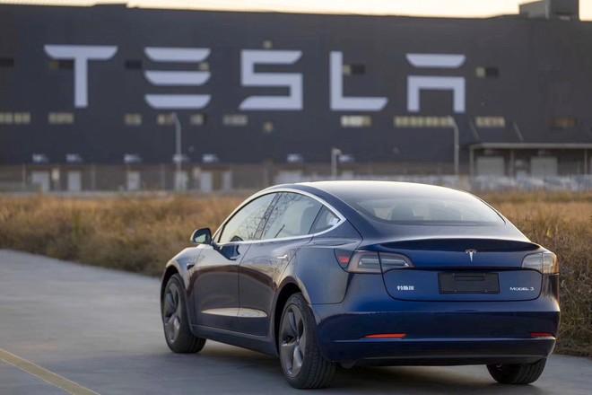 Sức ảnh hưởng ghê gớm như Tesla: chỉ một hợp đồng đã thổi bay 8% giá trị hai công ty khai mỏ lớn nhất Trung Quốc - Ảnh 2.