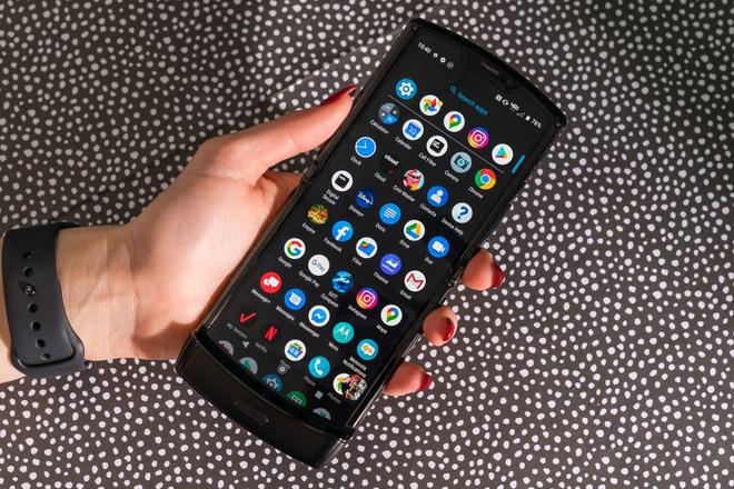 Đánh giá chi tiết Motorola Razr: màn hình gây tiếng ồn khó chịu khi gập, pin kém, thà mua Razr ngày xưa còn hơn - Ảnh 4.