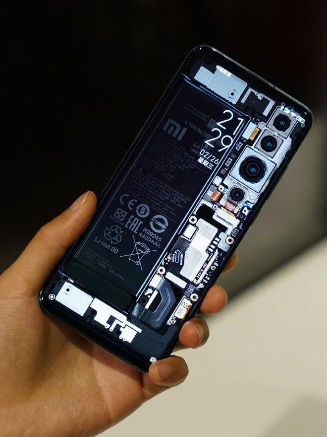 CEO Xiaomi Lei Jun nhá hàng Mi 10 phiên bản mặt lưng trong suốt - Ảnh 1.