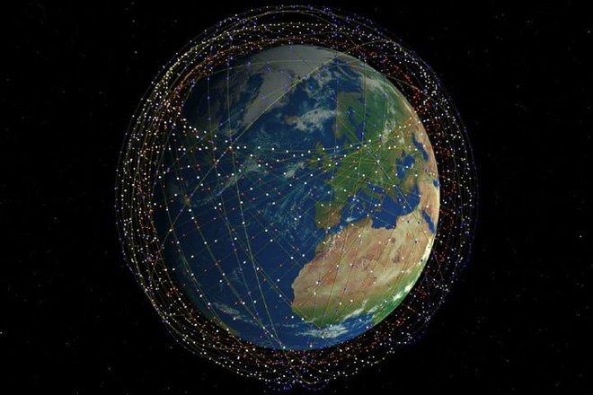 Elon Musk dè chừng: Chuyên gia cảnh báo vệ tinh giá rẻ bay ngập quỹ đạo Trái Đất sẽ là mục tiêu béo bở của hacker - Ảnh 1.