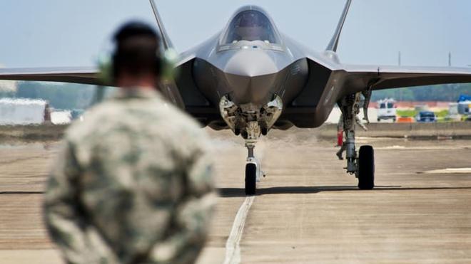 Chán chỉ trích các tỷ phú, giờ đến lượt cả Không quân Mỹ cũng bị Elon Musk cà khịa: Thời đại của các chiến đấu cơ phản lực qua rồi - Ảnh 2.