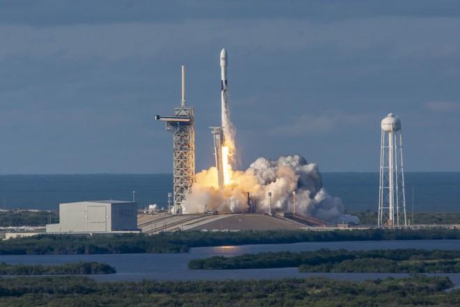 Elon Musk dè chừng: Chuyên gia cảnh báo vệ tinh giá rẻ bay ngập quỹ đạo Trái Đất sẽ là mục tiêu béo bở của hacker - Ảnh 4.