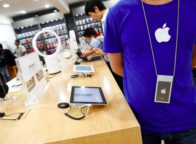 Mục tiêu doanh số 1 triệu chiếc iPhone tại Trung Quốc đổ bể vì Apple phải tạm đóng cửa Apple Store - Ảnh 1.