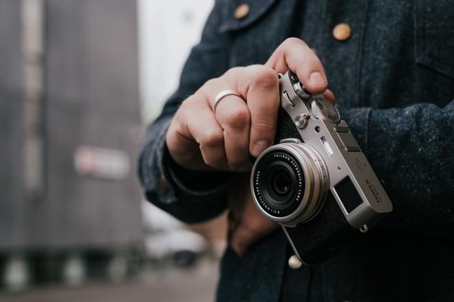 Fujifilm ra mắt máy ảnh X100V: màn hình lật được 2 chiều, ống kính nâng cấp và chống nước tùy chọn - Ảnh 1.