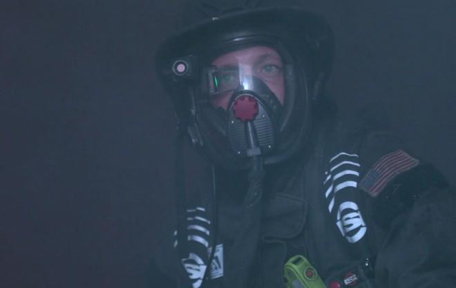 """Các nhà khoa học phát triển mặt nạ tích hợp màn hình, giúp lính cứu hỏa có thể """"nhìn xuyên"""" màn khói dày đặc - Ảnh 1."""