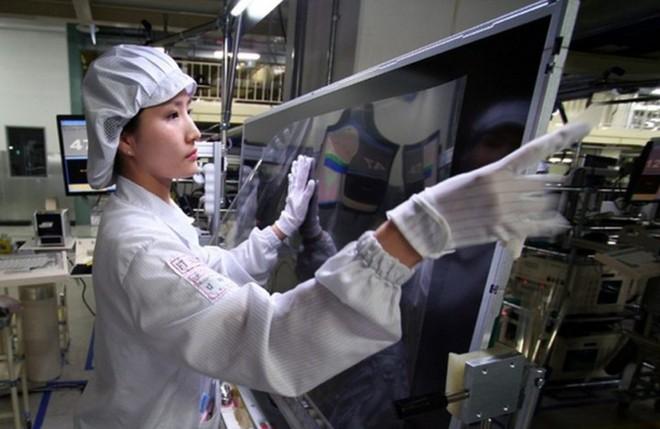 """Dịch corona đe dọa gây thiếu hụt màn hình LCD nhưng lại giúp """"giải quyết"""" hiện trạng thừa cung và giá bán giảm hiện nay - Ảnh 3."""