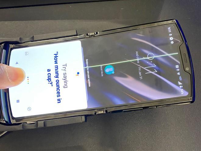 Chỉ sau 1 ngày mở bán, Moto RAZR đã bị lỗi màn hình hàng loạt - Ảnh 2.