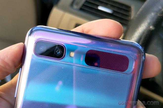 Phóng viên GSMArena kể về hành trình sửa Galaxy Z Flip đầy trắc trở - Ảnh 1.