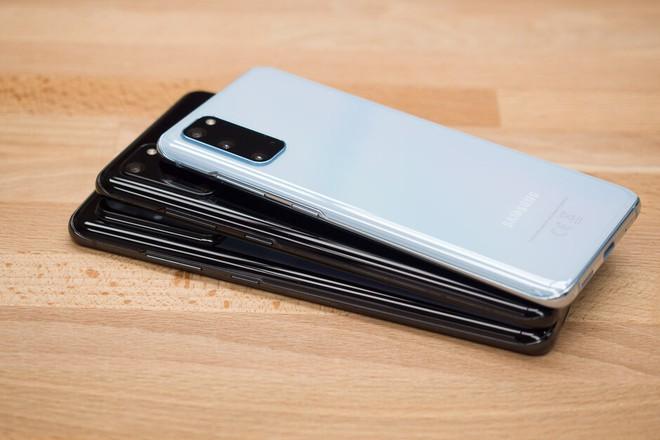 Samsung Galaxy S20 gặp phải lỗi camera selfie, ảnh chụp có thể bị mờ và không rõ nét - Ảnh 1.