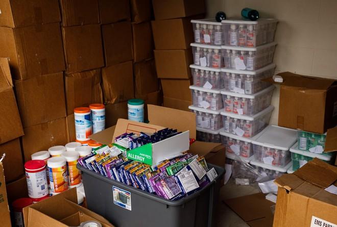 Thương nhân Amazon ôm hận vì trữ 17.700 chai nước sát trùng tay, đành lòng mang từ thiện hết tất cả số hàng - Ảnh 3.