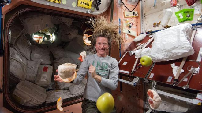 Câu hỏi thú vị mùa dịch Covid-19: Các phi hành gia giữ trạm vũ trụ sạch sẽ như thế nào? - Ảnh 3.