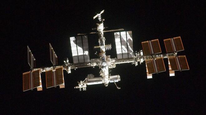 Câu hỏi thú vị mùa dịch Covid-19: Các phi hành gia giữ trạm vũ trụ sạch sẽ như thế nào? - Ảnh 2.