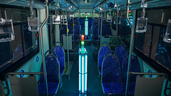 Công ty Trung Quốc khử trùng xe bus bằng buồng tia cực tím, tiết kiệm cả nhân lực và thời gian - Ảnh 1.