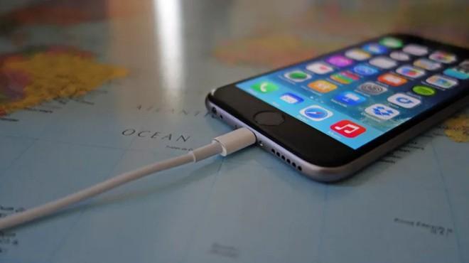 Apple dính án phạt chống độc quyền cao kỷ lục từ Pháp - Ảnh 1.