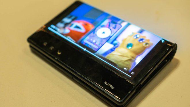 Chiếc điện thoại màn hình gập đầu tiên trên thế giới sắp có phiên bản mới vào tuần sau - Ảnh 1.