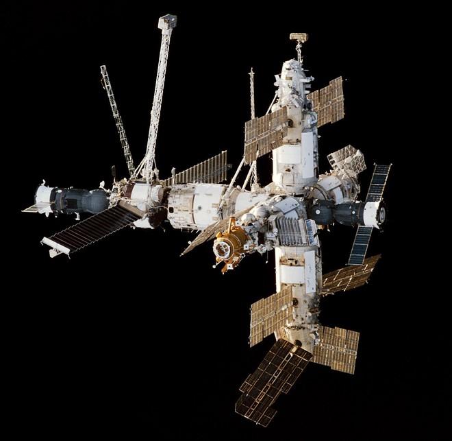 Câu hỏi thú vị mùa dịch Covid-19: Các phi hành gia giữ trạm vũ trụ sạch sẽ như thế nào? - Ảnh 1.
