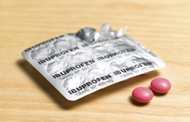 WHO bất ngờ rút lại lời khuyên mọi người tránh dùng thuốc hạ sốt ibuprofen cho Covid-19 - Ảnh 2.
