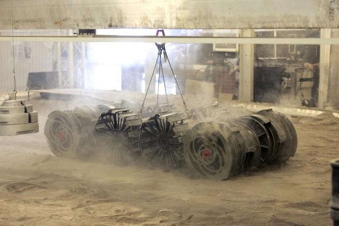 NASA cần bạn giúp phát triển robot đào đất trên…Mặt trăng - Ảnh 1.