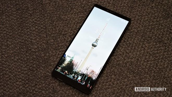 Đây là chiếc smartphone được làm bằng sợi carbon đầu tiên trên thế giới - Ảnh 2.
