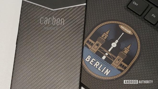 Đây là chiếc smartphone được làm bằng sợi carbon đầu tiên trên thế giới - Ảnh 5.