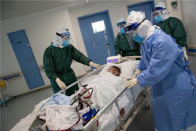 Các nhà khoa học đang chạy đua để có được vắc-xin và thuốc điều trị Covid-19 - Ảnh 3.
